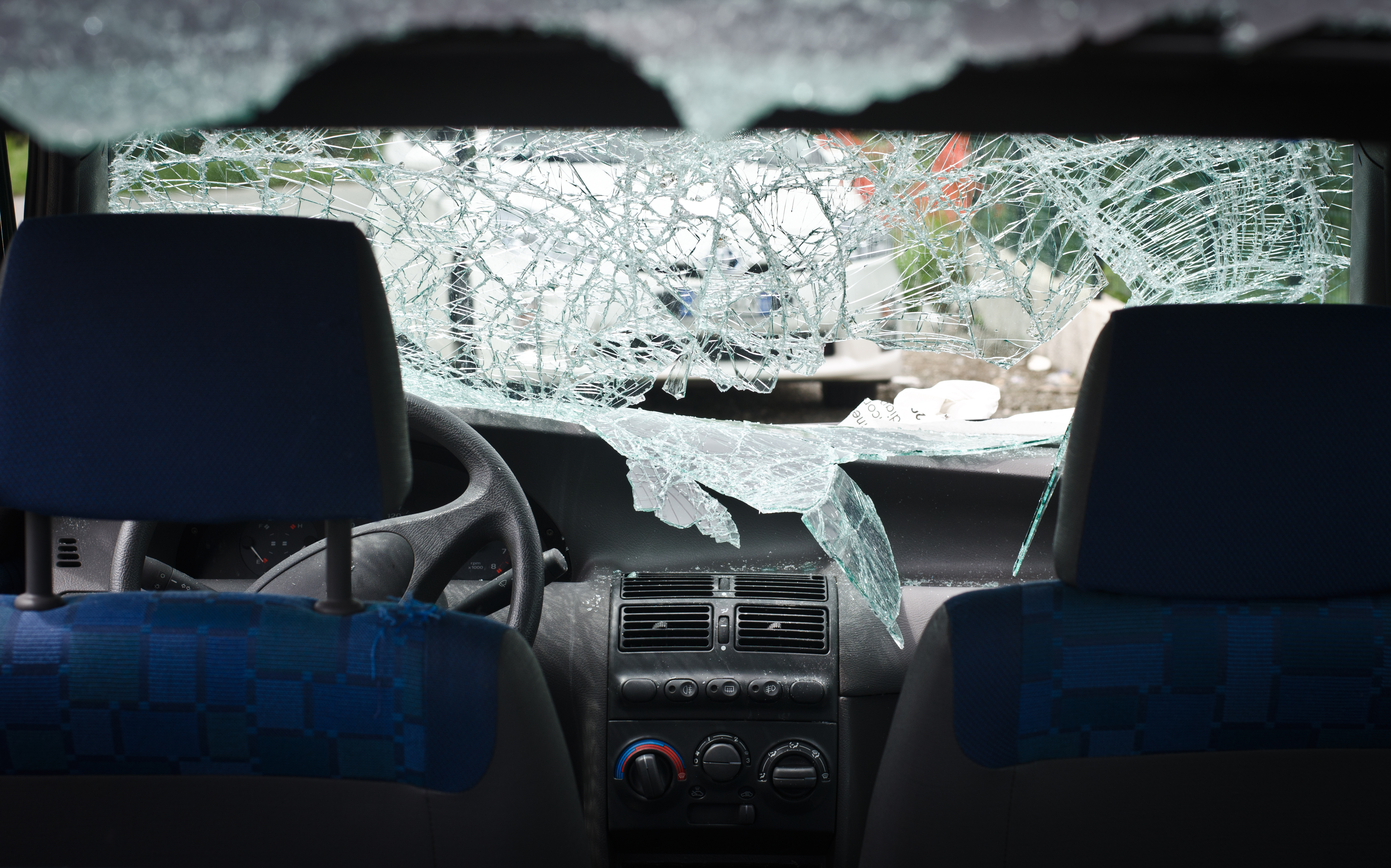 Car With Smashed Windshield Bone Auto Glass Installers